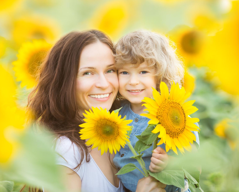 Фото детей в поле подсолнухов