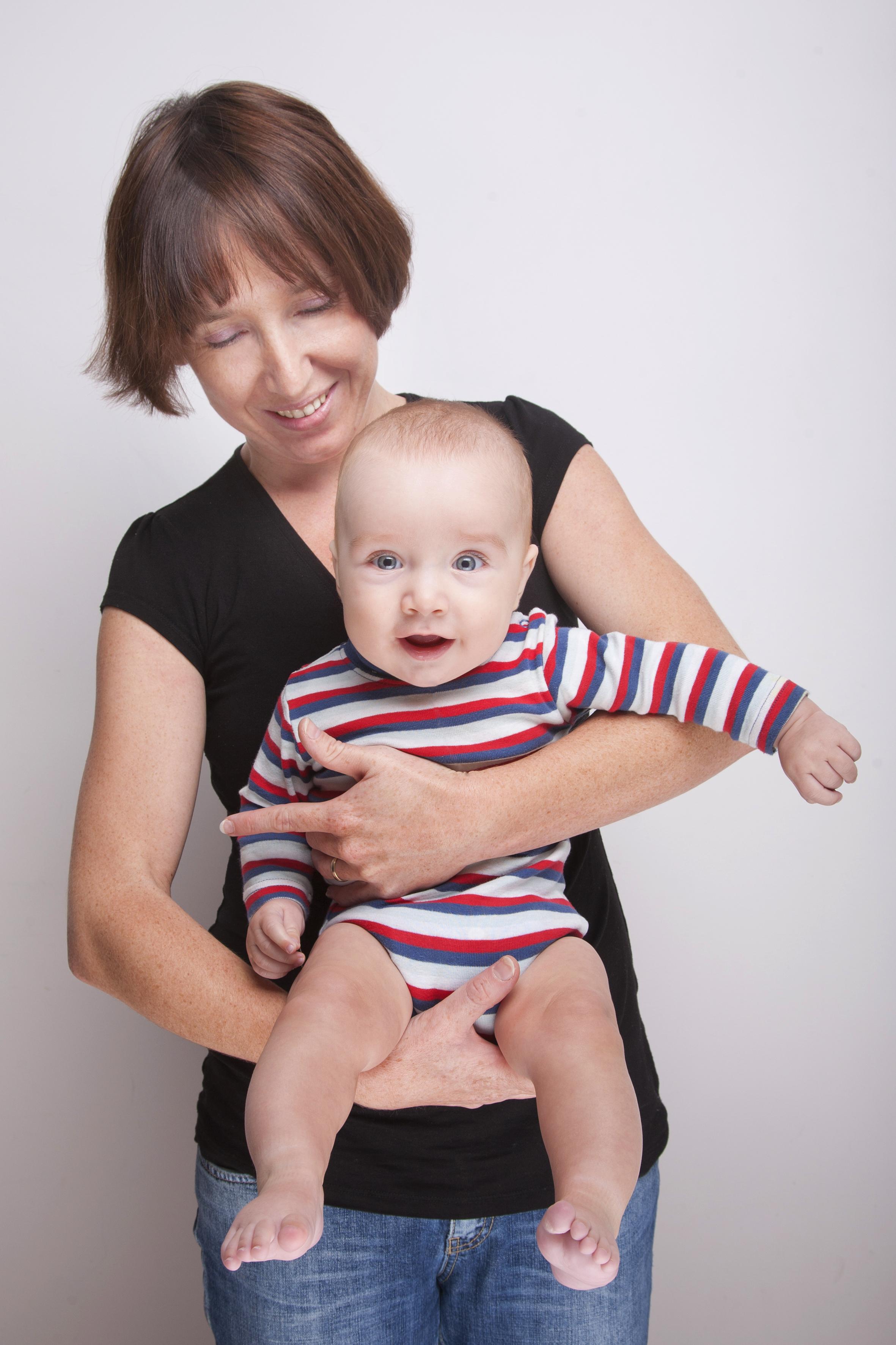wyprzedaż ze zniżką produkty wysokiej jakości później Jak podnosić i nosić niemowlę. Pielęgnacja a wspomaganie ...