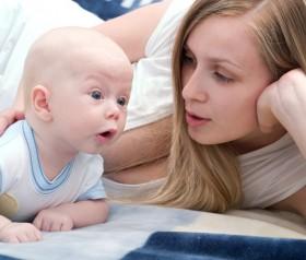 dlaczego niemowlę powinno leżeć na brzuszku
