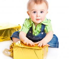 Jaki prezent wybrać dla małego dziecka