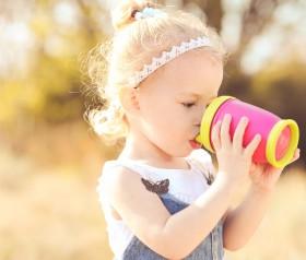 Kubek niekapek, od kiedy podawać w nim picie