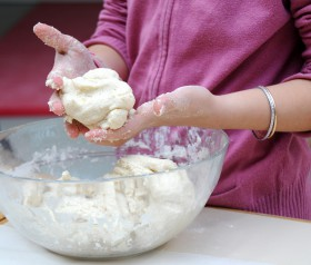 Przepis na masę solną i inne domowe masy plastyczne. Dzieci będą zachwycone.