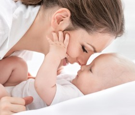 Pielęgnacja skóry noworodka i małego dziecka. Jak radzić sobie z pieluszkowym zapaleniem skóry i otarciami