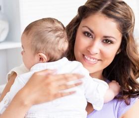 Odbijanie po karmieniu niemowlęcia