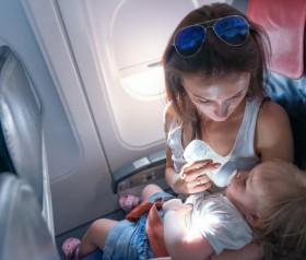 Podróż samolotem z niemowlakiem