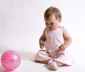 zabawy dla niemowląt 7-9 miesiąc życia