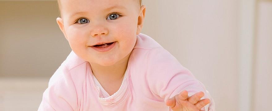 9 miesiąc życia niemowlęcia kalendarz rozwoju niemowlęcia