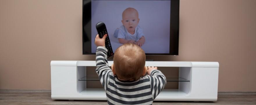 czy niemowlę może oglądać telewizję