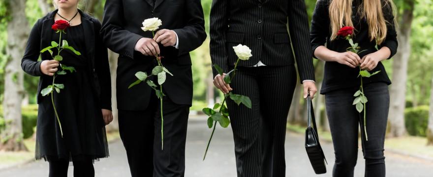dziecko na pogrzebie
