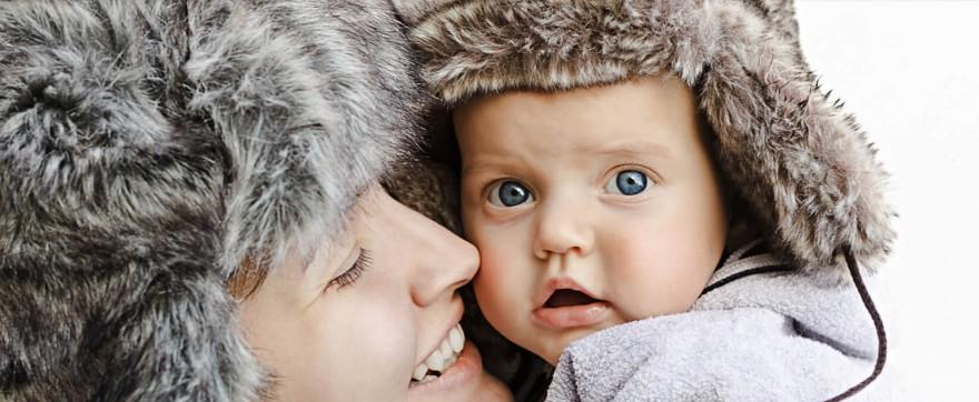 dziecko w samochodzie zimą
