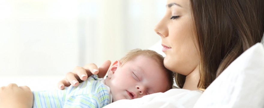 ile noworodek śpi w dzień