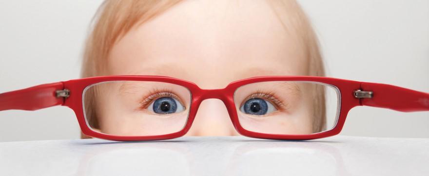 kiedy dziecku ucieka oko