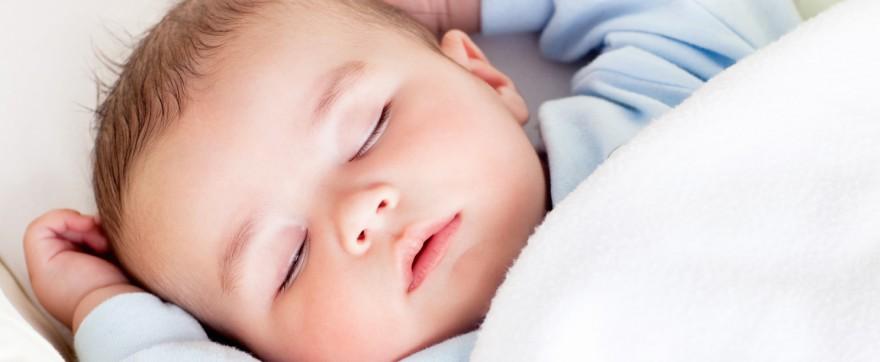 kiedy niemowlę prześpi cała noc