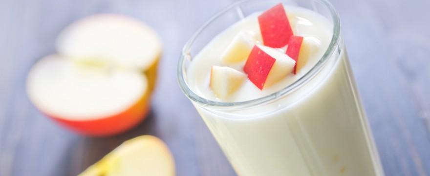 koktajl jabłkowy z jogurtem