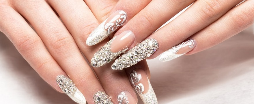 Jaki żel do paznokci wybrać na swoje wesele? Zalety żelowych paznokci ślubnych