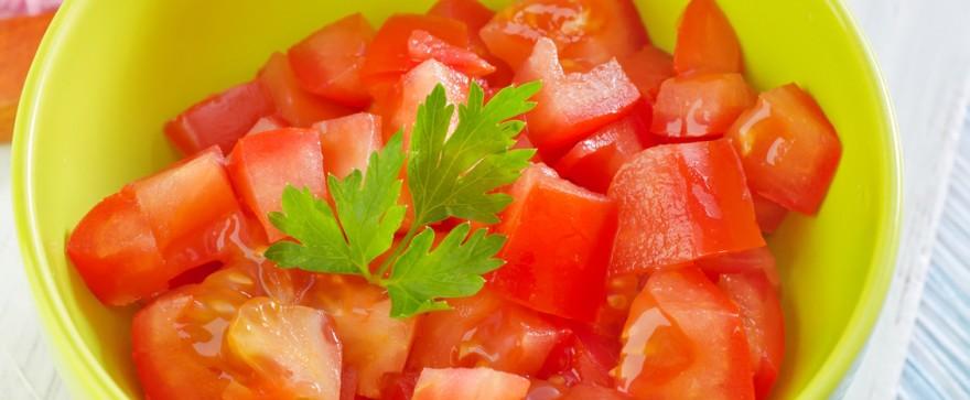 sałatka z pomidora z ziołami