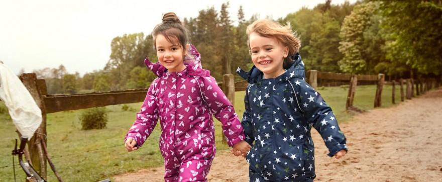Jesienna ubrania dla dzieci. Sprawdź, co powinno się znaleźć na liście zakupów!
