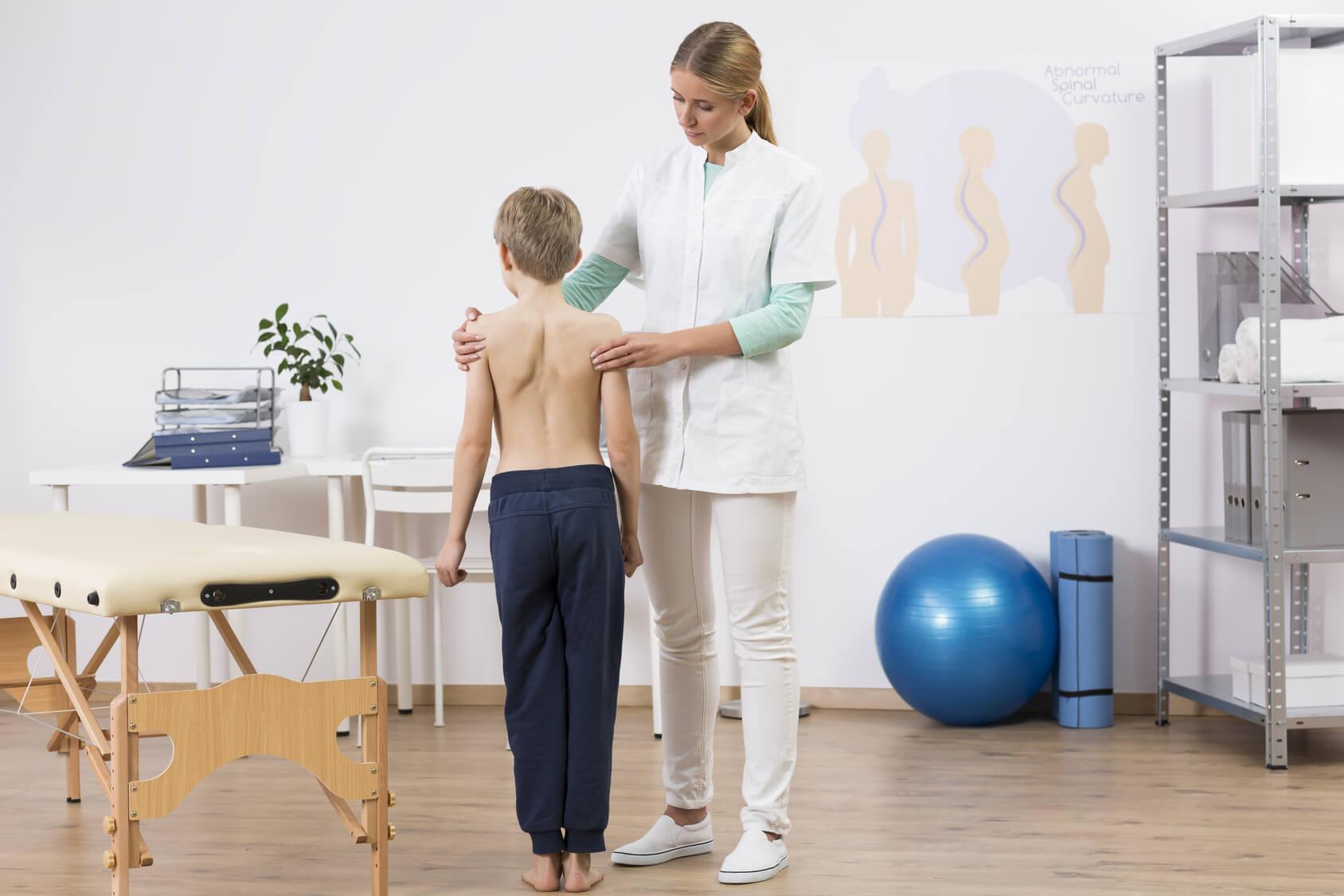 jak zapobiegać wadom postawy u dzieci